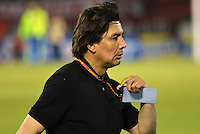 BARRANQUIILLA -COLOMBIA-02-04-2014. Eduardo Pimentel técnico del Boyacá Chicó gesticula durante partido con Atlético Junior por la fecha 14 de la Liga Postobón I 2014 jugado en el estadio Metropolitano Roberto Meléndez de la ciudad de Barranquilla./ Eduardo Pimentel coach of Boyaca Chico gestures during match against Atlettico Junior for the 14th date of the Postobon League I 2014 played at Metropolitano Roberto Melendez stadium in Barranquilla city.  Photo: VizzorImage/Alfonso Cervantes/STR