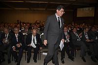BRASILIA, DF, 11.11.2015 - MEIRELLES-LEVY- O Ministro da Fazenda Joaquim Levy (D) e o ex presidente do Banco Central Henrique Meirelles durante 10ª Edição do Encontro Nacional da Indústria (ENAI) no Centro Internacional de Convenções em Brasília, nesta quarta-feira, 11.(Foto:Ed Ferreira / Brazil Photo Press)