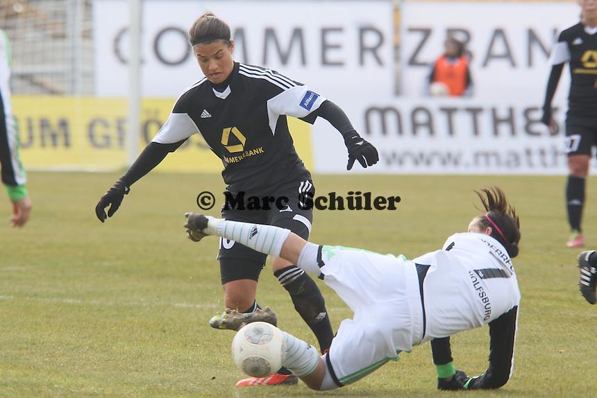 Dzsenifer Marozsan (FFC) gegen Viola Odebrecht (Wolfsburg)