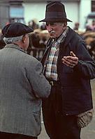 Europe/France/Auvergne/12/Aveyron/Laguiole: Paysans au marché aux bestiaux [Non destiné à un usage publicitaire - Not intended for an advertising use] <br /> PHOTO D'ARCHIVES // ARCHIVAL IMAGES<br /> FRANCE 1980
