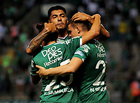 CALI - COLOMBIA - 22 - 04 - 2017:  Los jugadores de Deportivo Cali celebran el gol anotado a Atletico Junior, durante partido de la fecha 14  entre Deportivo Cali y Atletico Junior, por la Liga Aguila I-2017, jugado en el estadio Deportivo Cali (Palmaseca) de la ciudad de Cali. /  The players of Deportivo Cali celebrate a scored goal to Atletico Junior, during a match of the date 14 between Deportivo Cali and Atletico Junior, for the Liga Aguila I-2017 at the Deportivo Cali (Palmaseca) stadium in Cali city. Photo: VizzorImage  / Nelson Rios / Cont.