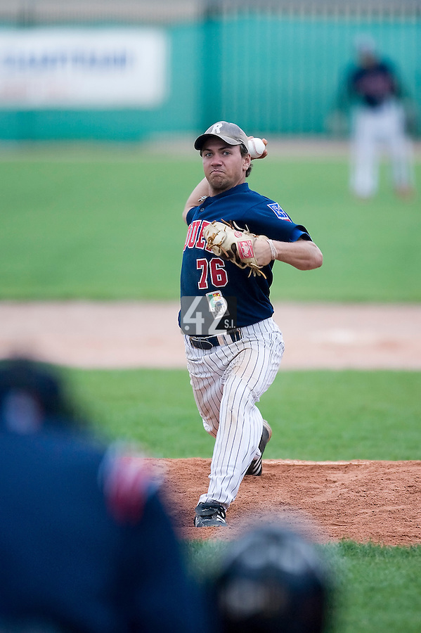 10 Aug 2007: Philippe Lecourieux pitches against Senart during game 1 of the french championship finals between Templiers (Senart) and Huskies (Rouen) in Chartres, France. Templiers beat Huskies 1-0.