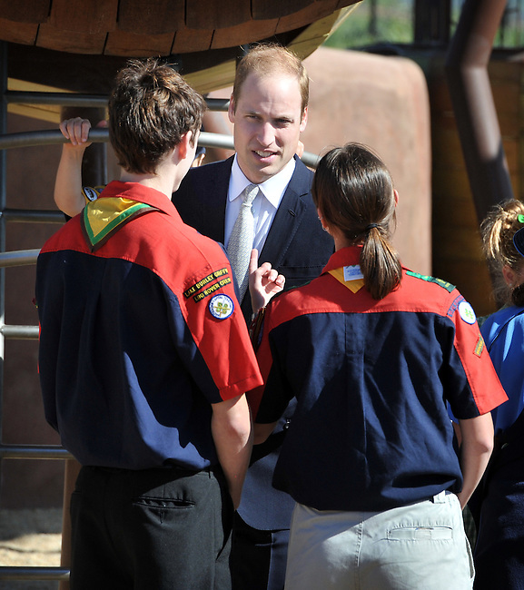 AUSTRALIA, Canberra : Britains Prince William speaks with rovers while visiting the National Arboretum, Canberra on April 24, 2014. Britain's Prince William, his wife Kate and their son Prince George are on a three-week tour of New Zealand and Australia. AFP PHOTO / Mark GRAHAM