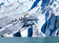 Norwegen, Sogn og Fjordane, Gletscherwanderung auf dem Briksdalsbreen, Teil des Gletschers Jostedalsbreen | Norway, Sogn og Fjordane, glacier Briksdalsbreen, part of glacier Jostedalsbreen
