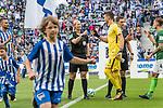10.09.2017, Olympiastadion, Berlin, GER, 1.FBL, Hertha BSC vs SV Werder Bremen<br /> <br /> im Bild<br /> Bibiana Steinhaus (Schiedsrichterin / referee) begr&uuml;&szlig;t Jiri Pavlenka (Werder Bremen #1) mit Faust, <br /> <br /> Foto &copy; nordphoto / Ewert