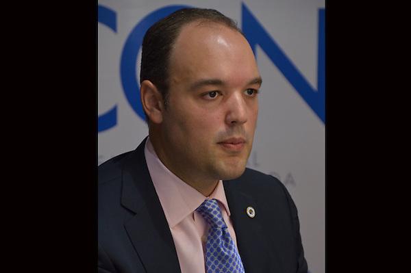 Ministro de Industria y Comercio Jos&eacute; del Castillo Savi&ntilde;&oacute;n y el Sr. Manuel Diez Cabral, presidente del Conep, firmaron un acuerdo de colaboraci&oacute;n interinstitucional para que a trav&eacute;z de la DICOEX, ambas entidades realicen actividades mancomunadas en apoyo al sector empresarial.<br /> Fotos: Carmen Su&aacute;rez/acento.com.do<br /> Fecha: 17/07/2013