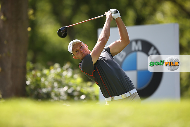 Maximilian KIEFFER (GER) drives from the 17th during Round One of the 2015 BMW PGA Championship over the West Course at Wentworth, Virginia Water, London. 21/05/2015Picture David Lloyd, www.golffile.ie.