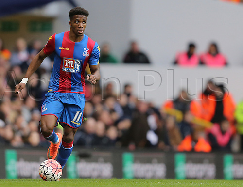 21.02.2016. White Hart Lane, London, England. Emirates FA Cup 5th Round. Tottenham Hotspur versus Crystal Palace. Wilfried Zaha with the ball