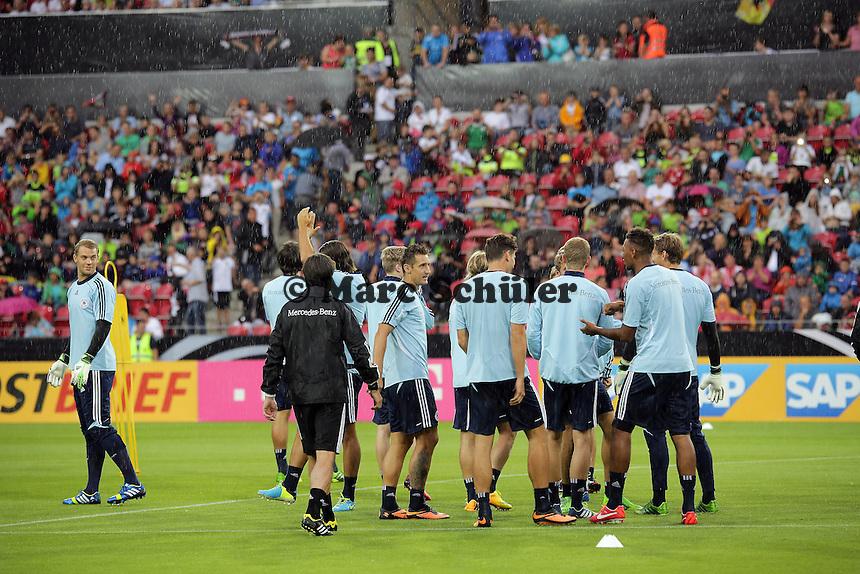 Regen beim Oeffentlichen Training - Oeffentliches Training der Deutschen Nationalmannschaft, Coface Arena Mainz