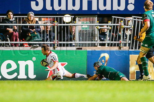 18.10.2014.  Leicester, England.  European Rugby Champions Cup. Leicester Tigers versus Ulster. Tommy Bowe of Ulster Rugby evades Julian Salvi of Leicester Tigers to sore a try.   Final score: Leicester Tigers 25-18 Ulster Rugby.