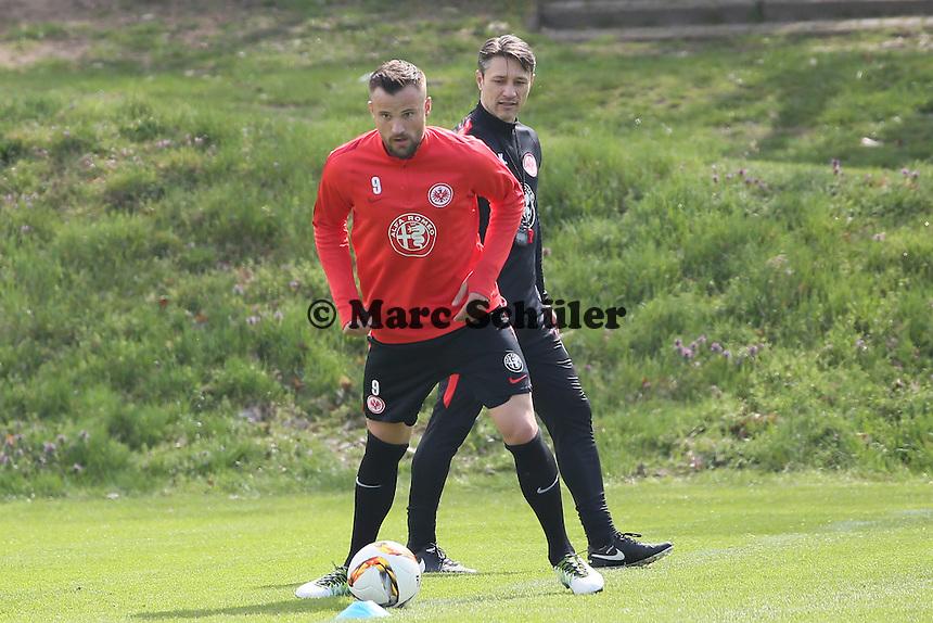 Trainer Niko Kovac mit Haris Seferovic - Eintracht Frankfurt Training, Commerzbank Arena