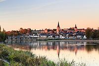 France, Nièvre (58), La Charité-sur-Loire en automne et le soir // France, Nievre, La Charite sur Loire, fall