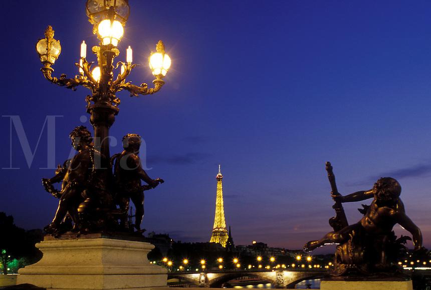 Paris, Ile de France, France, Europe, Ponte de la Concorde and Eiffel Tower along the Seine River in the city of Paris in the evening.