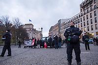 2017/11/13 Berlin | Rechtsextreme | NPD gegen Bus-Skulptur