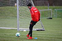Omar Mascarell (Eintracht Frankfurt) im Mannschaftstraining - 05.12.2017: Eintracht Frankfurt Training, Commerzbank Arena