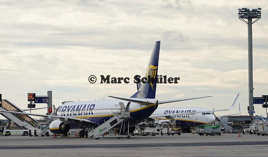 Maschinen von Ryanair am Frankfurter Flughafen - Frankfurt 16.10.2019: Eichwaldschuele Schaafheim am Frankfurter Flughafen
