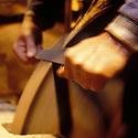 27/09/01 - THIERS - PUY DE DOME - FRANCE - Emouture sur une lame de couteau de cuisine - Photo Jerome CHABANNE