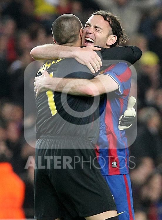 FC Barcelona's Victor Valdes (l) and Gabriel Milito (r) celebrate goal during UEFA Champions League match. April 6, 2010. (ALTERPHOTOS/Acero)