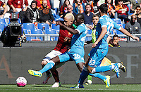 Calcio, Serie A: Roma vs Napoli. Roma, stadio Olimpico, 25 aprile 2016.<br /> Roma&rsquo;s Radja Nainggolan, left, is challenged by Napoli&rsquo;s Kalidou Koulibaly, center, and Raul Albiol during the Italian Serie A football match between Roma and Napoli at Rome's Olympic stadium, 25 April 2016.<br /> UPDATE IMAGES PRESS/Riccardo De Luca