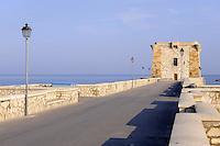 - Trapani, the Ligny tower, erected in 1671 to defend the city against the incursions of Saracens....- Trapani, la torre Ligny, eretta nel 1671 a difesa della città contro le incursioni dei Saraceni