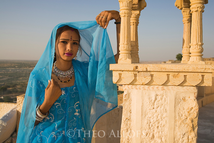 Rajasthani girl on roof top, Jaisalmer Fort, Jaisalmer, Rajastan, India --- Model Released