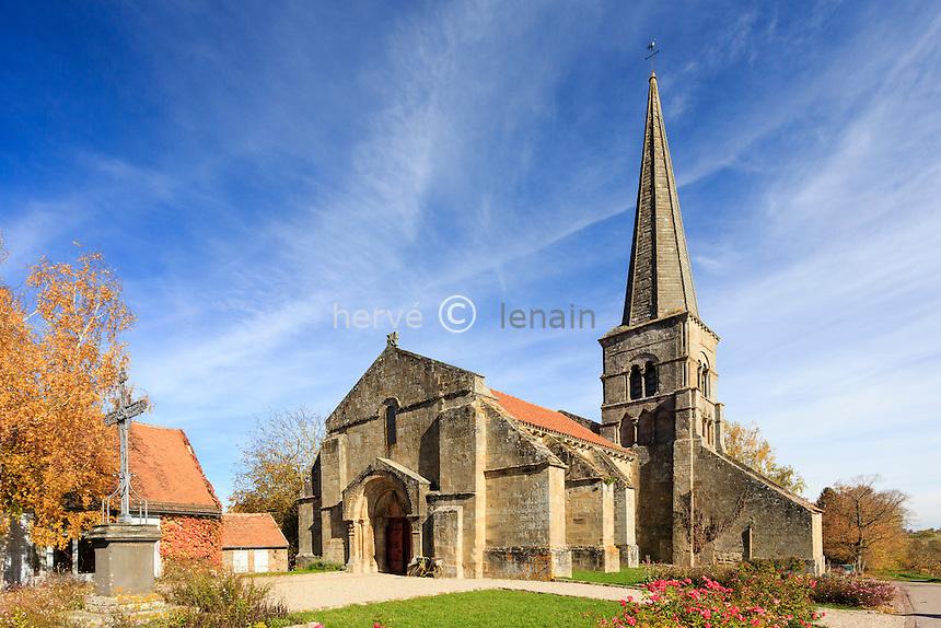 France, Allier (03), Autry-Issards, sur la petite place du village, l'église Sainte-Trinité // France, Allier, Autry-Issards, the church