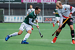 AMSTELVEEN - Diede van Puffelen (R'dam)  met Billy Bakker (Adam) tijdens de hoofdklasse competitiewedstrijd heren, AMSTERDAM-ROTTERDAM (2-2). COPYRIGHT KOEN SUYK