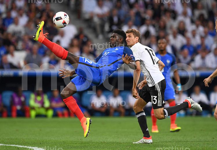 FUSSBALL EURO 2016 HALBFINALE IN MARSEILLE  Deutschland - Frankreich                 07.07.2016 Samuel Umtiti (li, Frankreich) gegen Thomas Mueller (re, Deutschland)
