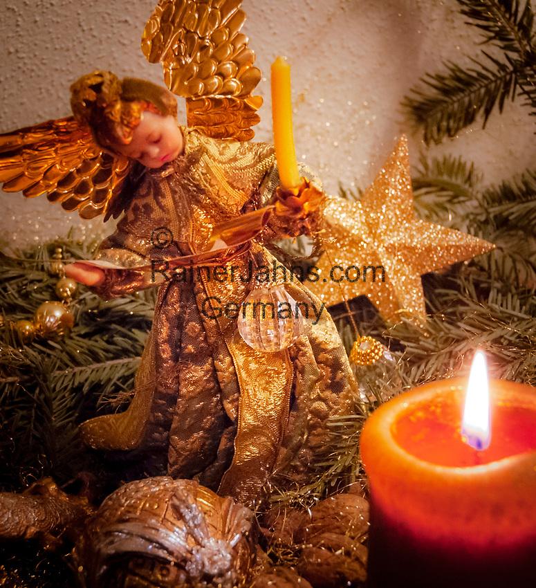 Deutschland, Bayern: antiker Weihnachtsbaumschmuck als Tischdekoration   Germany, Bavaria: antique Christmas tree decorations used for table decoration