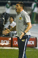 BARRANQUILLA - COLOMBIA, 29-04-2018: Juan Cruz Real, técnico de Alianza Petrolera, durante partido de la fecha 18 entre Atlético Junior y Alianza Petrolera, por la Liga Aguila I - 2018, jugado en el estadio Metropolitano Roberto Melendez de la ciudad de Barranquilla. / Juan Cruz Real, coach of Alianza Petrolera, during a match of the 18th date between Atletico Junior and Alianza Petrolera, for the Liga Aguila I - 2018 at the Metropolitano Roberto Melendez Stadium in Barranquilla city, Photo: VizzorImage  / Alfonso Cervantes / Cont.