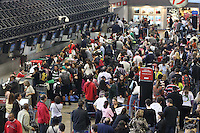 GUARULHOS, SP 29/06/2012, MOVIMENTACAO CUMBICA. E grande a movimentacao de passageiros no aeroporto de Cumbica na manha desse Sabado 29/06. Luiz Guarnieri/ Brazil Photo Press