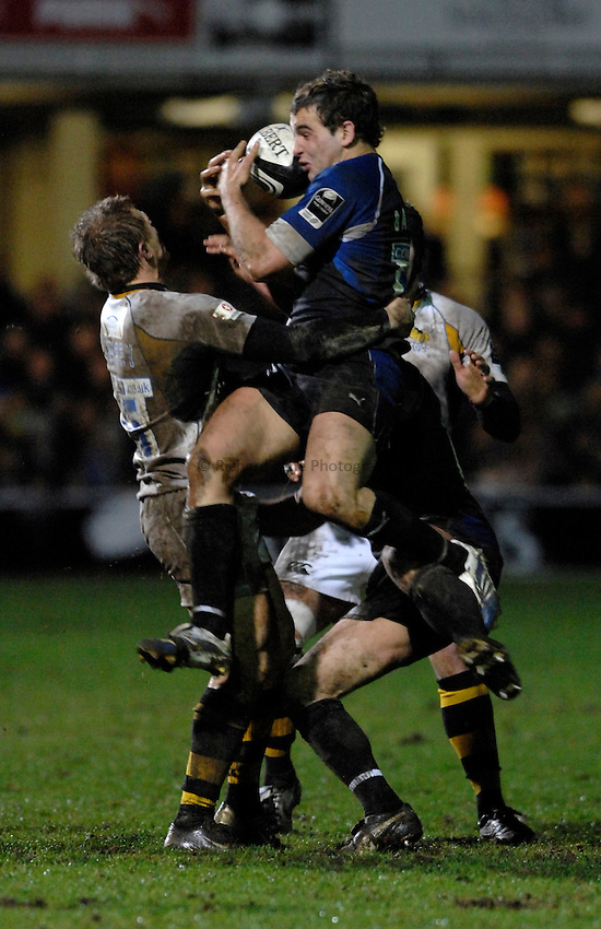 Photo: Richard Lane..Bath Rugby v London Wasps. Guinness Premiership. 01/01/2007. .Bath's Olly Barkley wins a high ball.