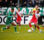 Nederland, Utrecht, 23 februari 2014<br /> Eredivisie<br /> Seizoen 2013-2014<br /> FC Utrecht-FC Groningen<br /> Juan Agudelo (r.) van FC Utrecht in actie met bal. Links Johan Kappelhof van FC Groningen.