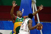 MANIZALES -COLOMBIA, 30-09-2013. Miguel Bermudez (D) Once Caldas disputa el balón con un jugador (7) (I) de Caribbean Heat Cartagena durante partido válido por la fecha 21 Liga DirecTV de Baloncesto 2013-II de Colombia jugado en el coliseo Jorge Arango de la ciudad de Manizales./ Miguel Bermudez (R) of  Manizales Once Caldas fights for the ball with a player  (7)(L) of Caribbean Heat Cartagena during match valid for the 21th date of DirecTV Basketball League 2013-II in Colombia at Jorge Arango coliseum in Manizales. Photo:VizzorImage / Yonboni / STR