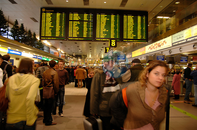 3rd December, 2006 Chaos at Dublin Airport.&amp;#xA;Photo: Barry Cronin/ Newsfile&amp;#xA;(Photo caption should read  Barry Cronin/Newsfile)&amp;#xA;&amp;#xA;<br />