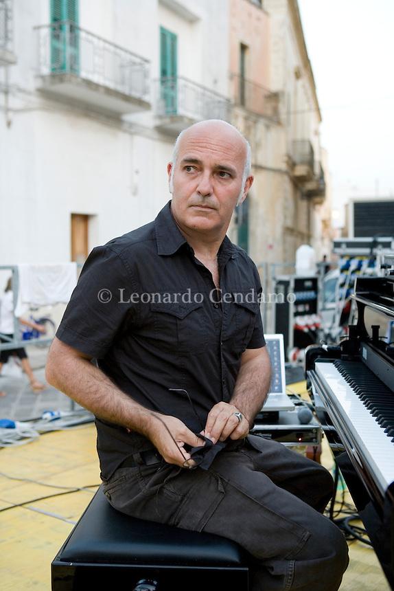 LUDOVICO EINAUDI MUSICISTA CONCERTO IN COPERTINO SALENTO © LEONARDO CENDAMO