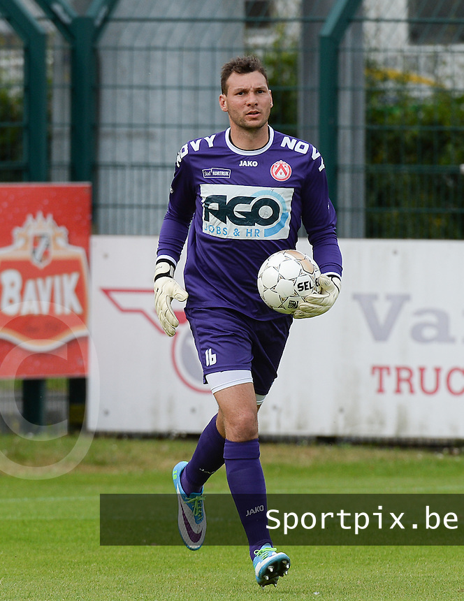 20140704 - Harelbeke , BELGIUM : Kortrijk's Darren Keet pictured during a friendly match between Luxemburg first division team  F91 Dudelange  and Belgian first division soccer team KV Kortrijk, the fifth match for Kortrijk of the preparations for the 2014-2015 season, Friday 4 July 2014 in Harelbeke. PHOTO DAVID CATRY