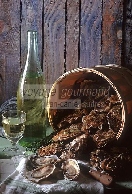 Europe/France/Bretagne/29/Finistère: Huitres de Bretagne, bouteille et verre de vin blanc