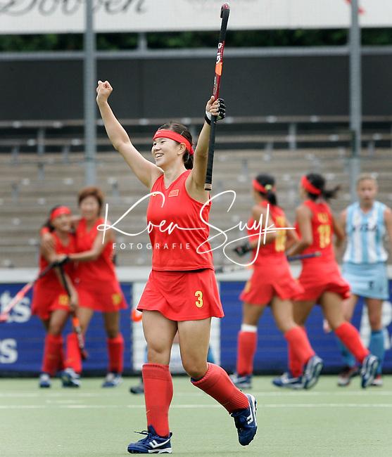AMSTELVEEN -Vreugde bij Zhao Xia Chen nadat China op 01 is gekomen , zondag tijdens de wedstrijd Arentinie-China (1-3) om de Rabo Champions Trophy 2006 in Amstelveen. ANP PHOTO KOEN SUYK