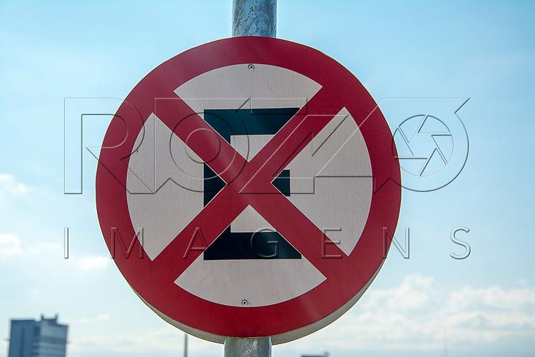 Placa de proibido parar e estacionar, Aparecida - SP, 10/2016.