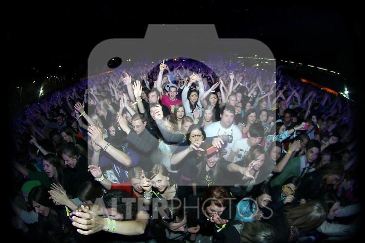 30.04.2011, Olympiaworld, Innsbruck, AUT, Konzert, OPEN AIR, DAVID GUETTA, im Bild Star Fans, EXPA Pictures © 2011, PhotoCredit: EXPA/ D. Scharinger