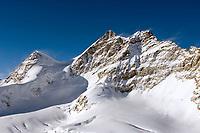 CHE, Schweiz, Kanton Bern, Berner Oberland, Grindelwald: Blick vom Jungfraujoch ueber den Grossen Aletschgletscher auf die Jungfrau 4.158 m und das Rottalhorn (links) 3.969 m - UNESCO Weltnaturerbe   CHE, Switzerland, Bern Canton, Bernese Oberland, Grindelwald: view from Jungfraujoch across Great Aletsch Glacier at Jungfrau mountain 13.642 ft. and Rottalhorn mountain (left) 13.022 ft. - UNESCO World Natural Heritage
