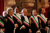 Gli avvocati napoletani partecipano all' apertura dell'anno giudiziario con le mani leghate per protestare contro la mancataq riforma della giustiziaGli avvocati napoletani partecipano all' apertura dell'anno giudiziario con le mani leghate per protestare contro la mancataq riforma della giustizia