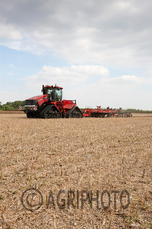 Case Quad Trac 450 cultivating oil seed rape stubble in Lincolnshire..Picture by Tim Scrivener date taken 11th August 2012.mobile 07850 303986 e-mail tim@agriphoto.com.....covering agriculture in The United Kingdom....