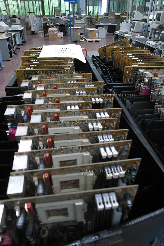 ITALIA- Scarmagno (IVREA) - ex stabilimenti Olivetti - luogo di lavoro ora chiuso. assemblaggio computer, schede elettroniche