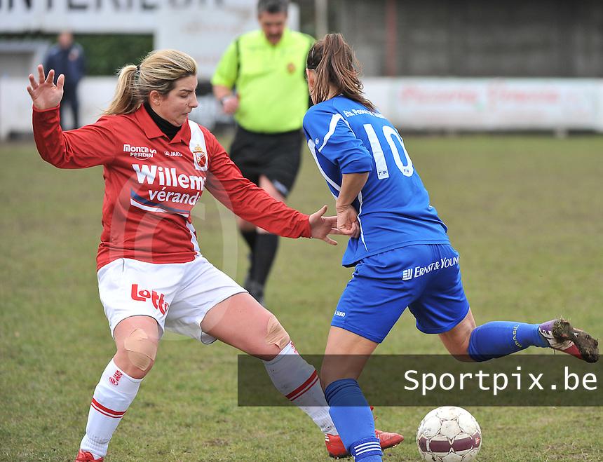 AA Gent Ladies - RAEC Mons : Vanessa Kerckhofs met de tackle (links).foto Joke Vuylsteke / Vrouwenteam.be