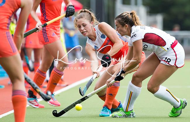 SCHIEDAM - Laura Nunnink (Ned) met Maureen Beernaert (Bel)   tijdens een oefenwedstrijd tussen  de dames van Nederland en Belgie , in aanloop naar het  EK Hockey, eind augustus in Amstelveen. COPYRIGHT  KOEN SUYK