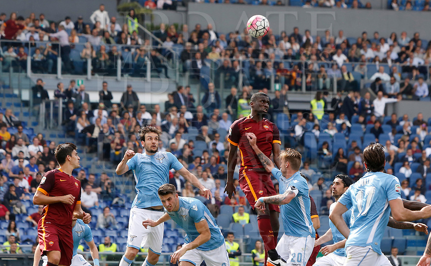 Calcio, Serie A: Lazio vs Roma. Roma, stadio Olimpico, 3 aprile 2016.<br /> Roma&rsquo;s Antonio Ruediger, top center, heads the ball during the Italian Serie A football match between Lazio and Roma at Rome's Olympic stadium, 3 April 2016.<br /> UPDATE IMAGES PRESS/Riccardo De Luca