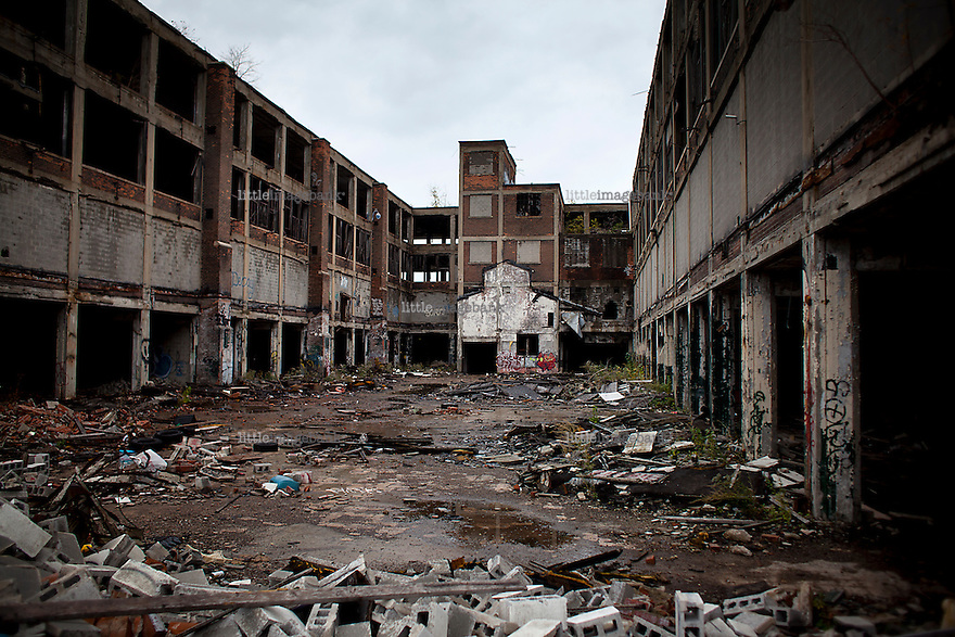 Detroit, Michigan, USA. A former GM automobile factory. The state of Michigan once was concidered a promised land, in the era of the american automobile industry adventure. Due to the financial crisis, the state is on the brink of economic and social colapse. Fifty years ago, the city of Detroit was home of two million residents. In 2012 only 700.000 residents remain, and 87 percent of the remaining residents are African Americans. The gap between rich and poor in Detroit are as great as in the Philipines. Photo: Christopher Olssøn.
