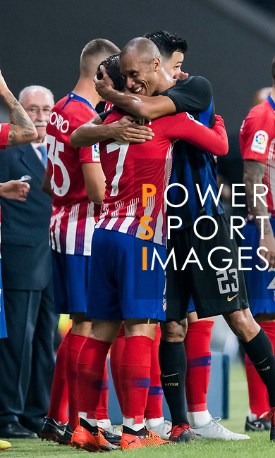 Antoine Griezmann of Atletico de Madrid and Joao Miranda de Souza Filho of FC Internazionale hug each other during their International Champions Cup Europe 2018 match between Atletico de Madrid and FC Internazionale at Wanda Metropolitano on 11 August 2018, in Madrid, Spain. Photo by Diego Souto / Power Sport Images